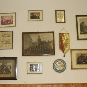 Sammlung alter Standarten und Bilder