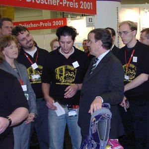 Gerhard Schröder besucht den Disco-Bus Stand der SPD-Bedburg