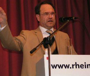 Bernhard Hadel wirbt für das Kraftwerkserneuerungsprogramm
