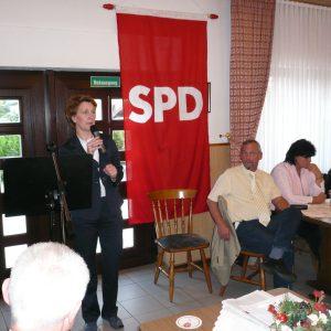 Heike Steinhäuser, Vorsitzende der SPD-Fraktion, spricht auf dem Mai-Empfang