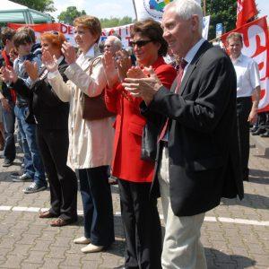 Heike Steinhäuser (3.v.r.) bei der Kundgebung vor dem Aachener Tor