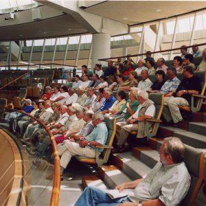 Besuchergruppe aus Bedburg auf der Tribüne des Landtags NRW